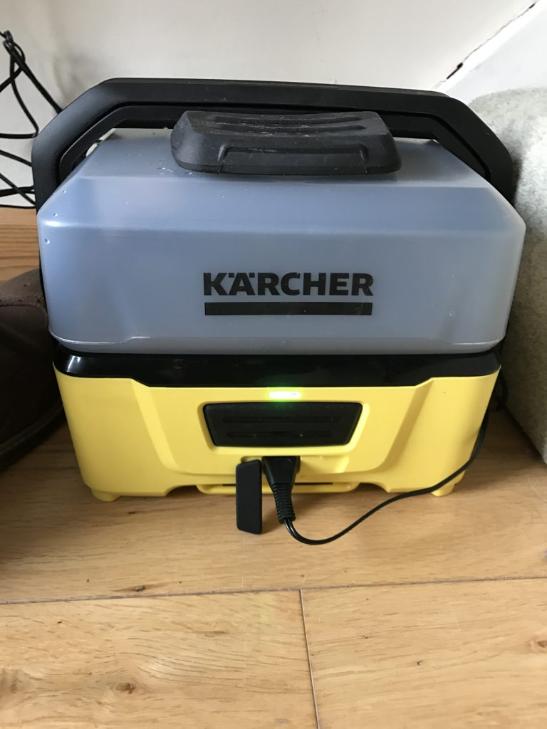 Kärcher OC3 Mobile Outdoor Cleaner - Charging Indicator